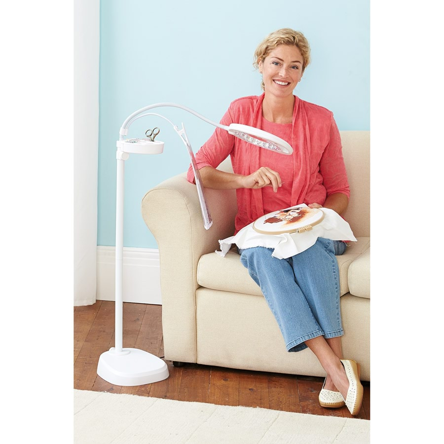 LED Magnifier Floor Lamp With Clip_38308_0